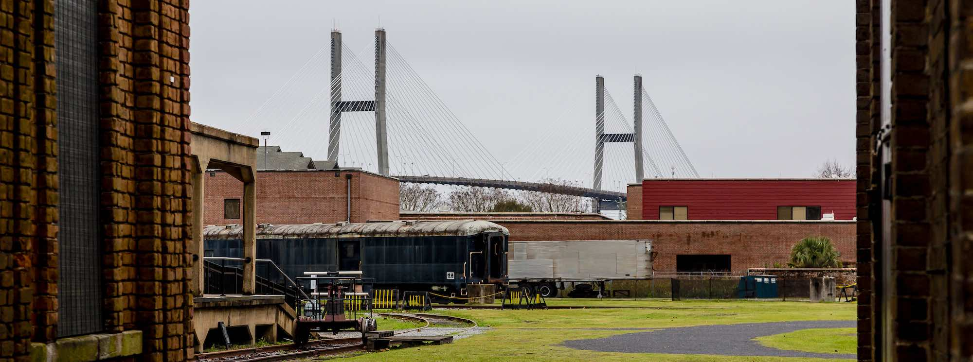 Rail carriage in front of the Talmadge Bridge